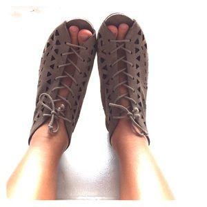 Geometric cut out sandals 6.5